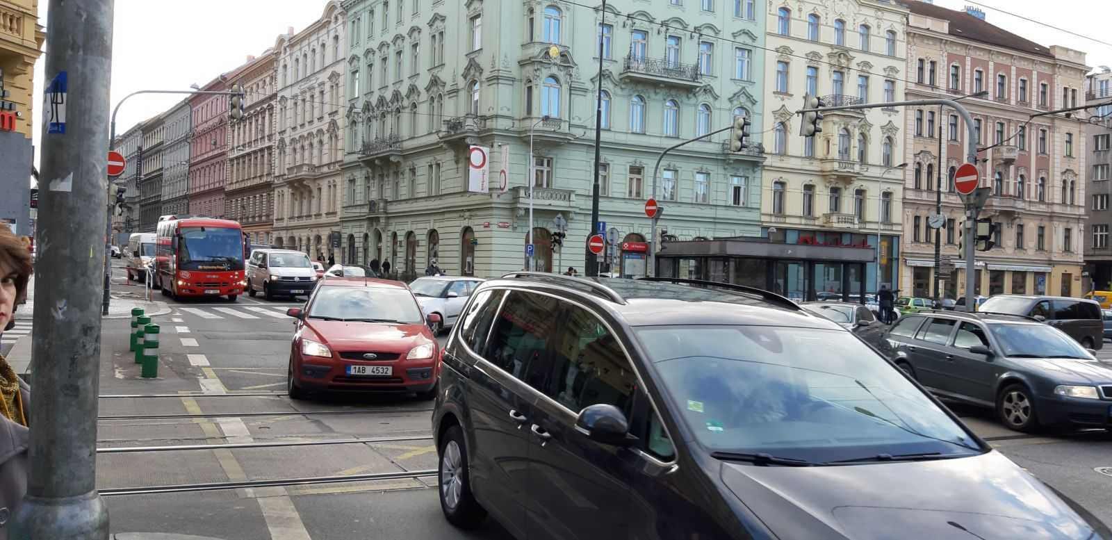 auta v Praze