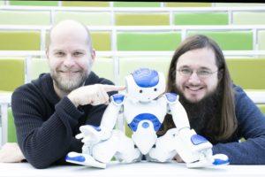 Daniel Hrbek autonomní_ programovatelný humanoidní robot a počítačový lingvista Rudolf Rosa