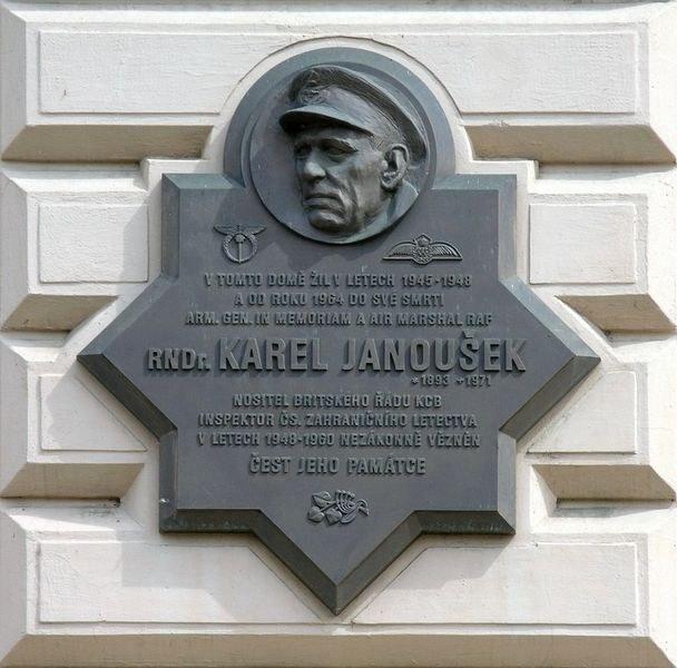 Pamětní deska na fasádě domu v ul.U Železné lávky v Praze