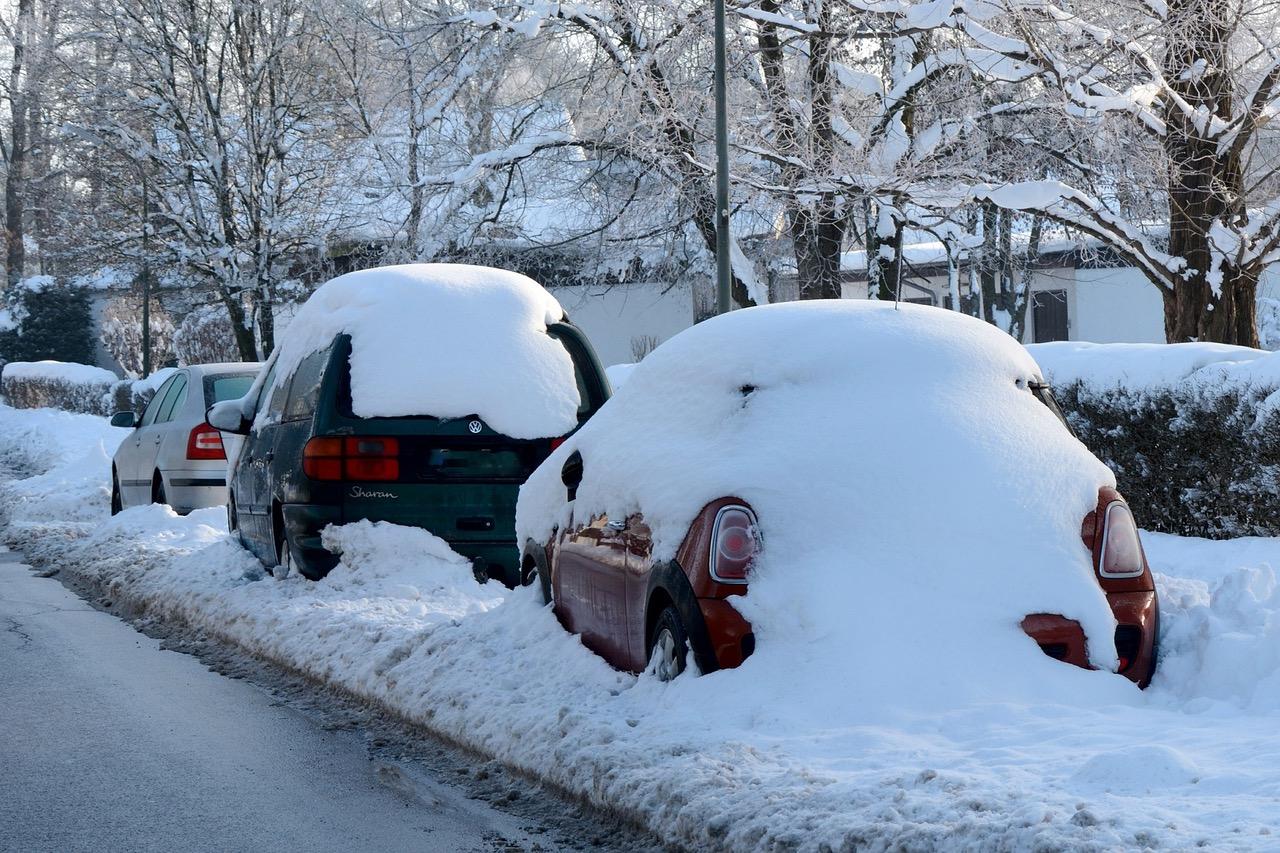 Auto pod snehem