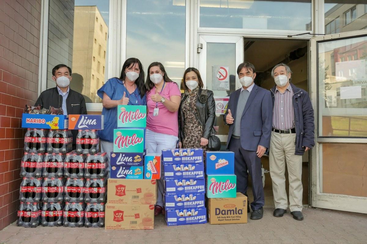¨vietnamci darovali nemocnici dar