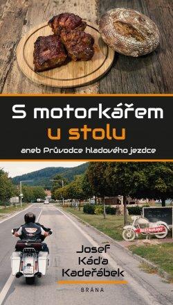 S_motorkarem_u_stolu