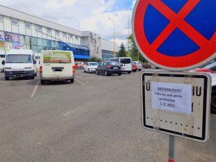 parkoviste-pred-stadionem