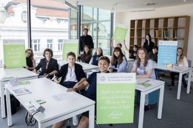 První studenti mezinárodní školy