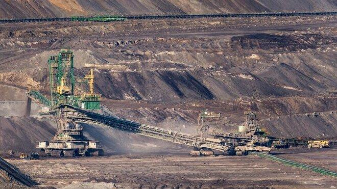 Hnědouhelný důl v polsko-česko-německém příhraničí